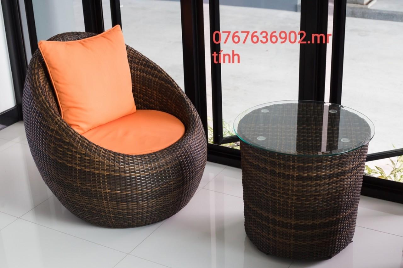 http://noithattinphat.vn/nhung-cach-lam-dep-san-vuon-nha-voi-ban-ghe-gia-may/